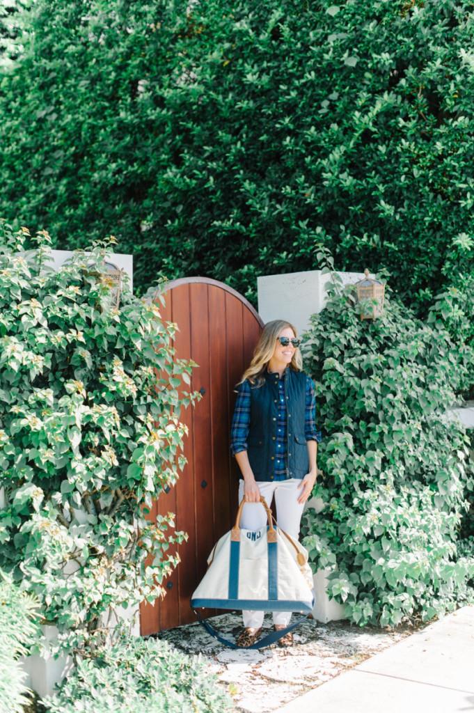 blue_vest_blouse_white_pants_leopard_shoes_bag_sunglasses_palm_beach