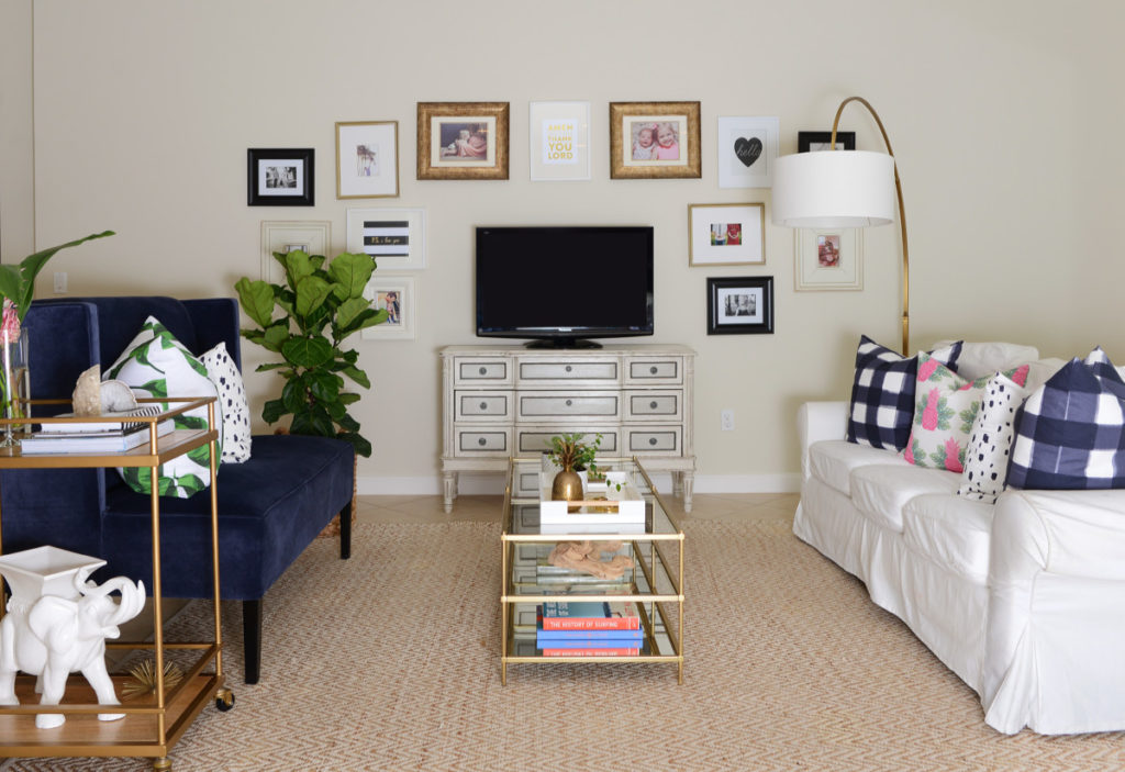 fall_living_room_navy_pink_green_gold_brass_coffee_table_gallery_wall_palm_beach