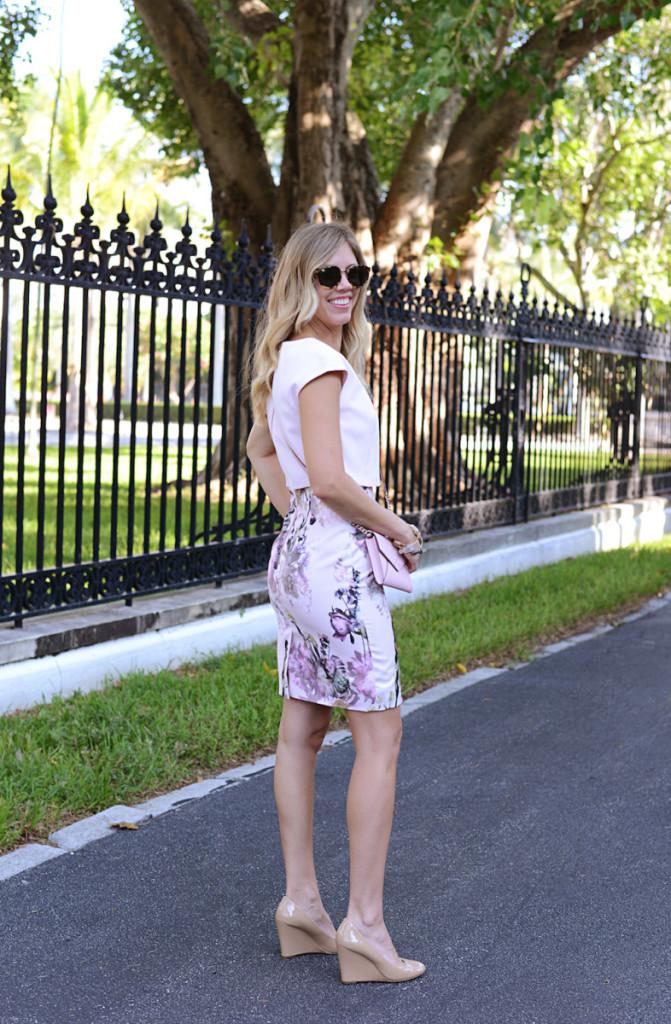 floral_dress_pink_bag_sunglasses_flagler_museum