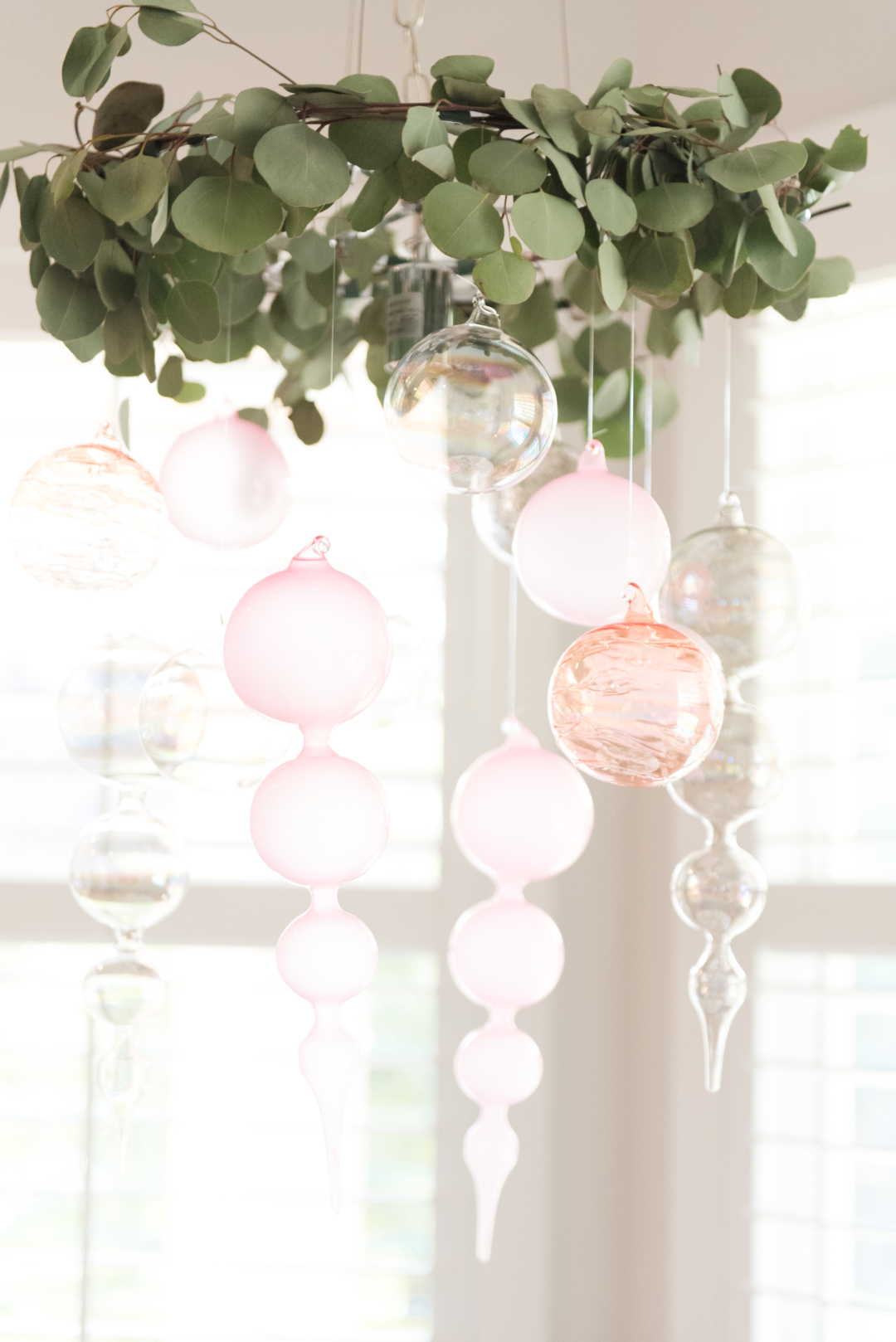 How to decorate with ornaments