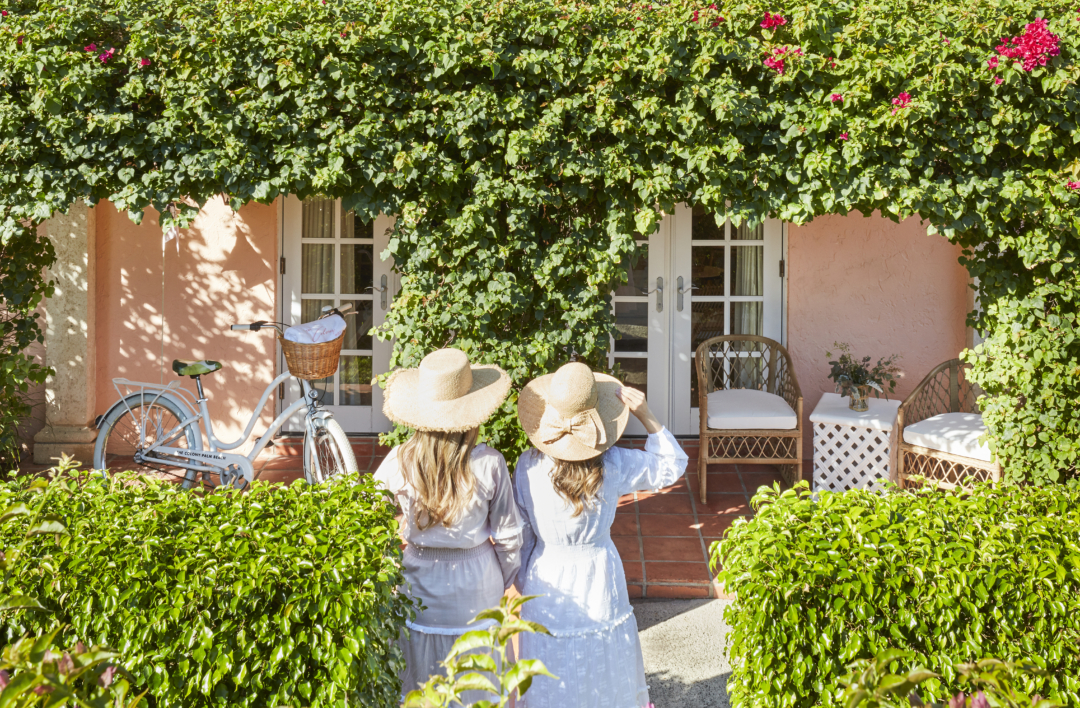 """Travel: Welcome to the """"Sisters Suiite"""" by Serena & Lily and Palm Beach Lately at The Colony Hotel"""